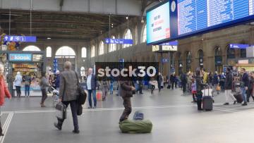 Interior Wide Shot Of Busy Zürich Hauptbahnhof Railway Station, Switzerland