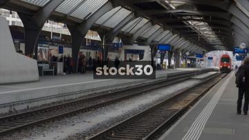 Train Pulling Into Platform At Zürich Hauptbahnhof Railway Station, Switzerland