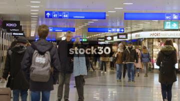 Shoppers In Shopping Centre At Zürich Hauptbahnhof Railway Station, Switzerland