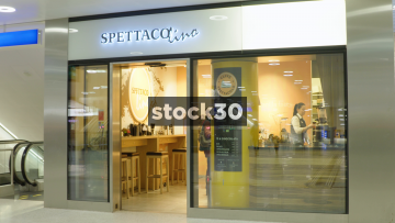 Spettaco Lino Coffee Shop In Hauptbahnhof Railway Station In Zürich, Switzerland