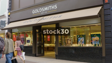 Goldsmiths Jewellers On Commercial Street In Leeds, UK