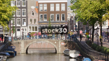 Slow Zoom Out Of The Spiegelgracht Canal In Amsterdam, Netherlands
