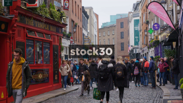 Pedestrians On Temple Bar In Dublin, Ireland