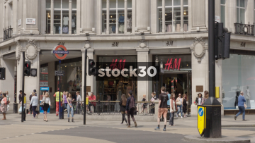 H&M on Oxford Circus Corner In London, UK