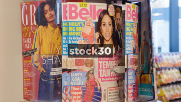 Women's Magazine Rack Rotating