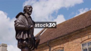 Timelapse Shot Of William Shakespeare Statue In Stratford, UK