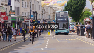 Buses On Western Road In Brighton, Slow Zoom Out, UK